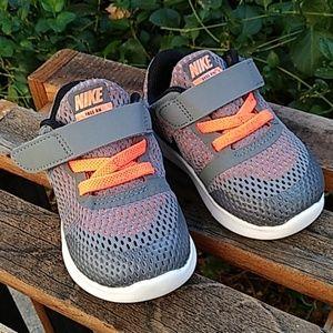 Size 5 Baby: Nike Free
